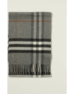 Classic Burberry scarf in cashmere check