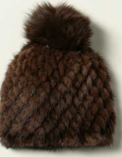 Delia Max Mara hat in knitted mink